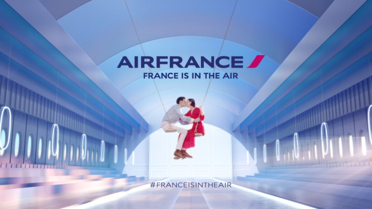 France-is-in-the-air-the-kiss-1024x576